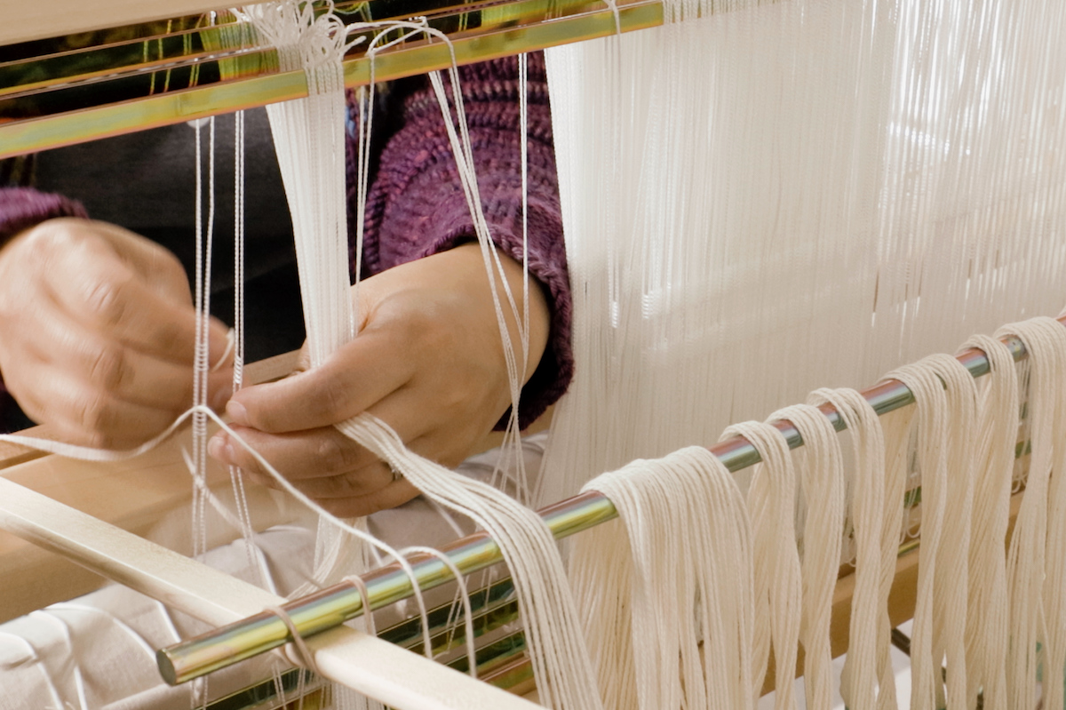 Threading the Mira floor loom and next steps of sectional warping